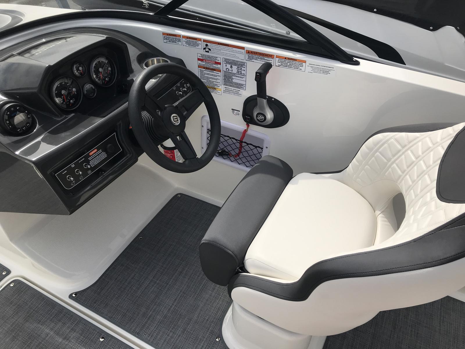 2019 Bayliner boat for sale, model of the boat is VR5 Bowrider & Image # 2 of 22