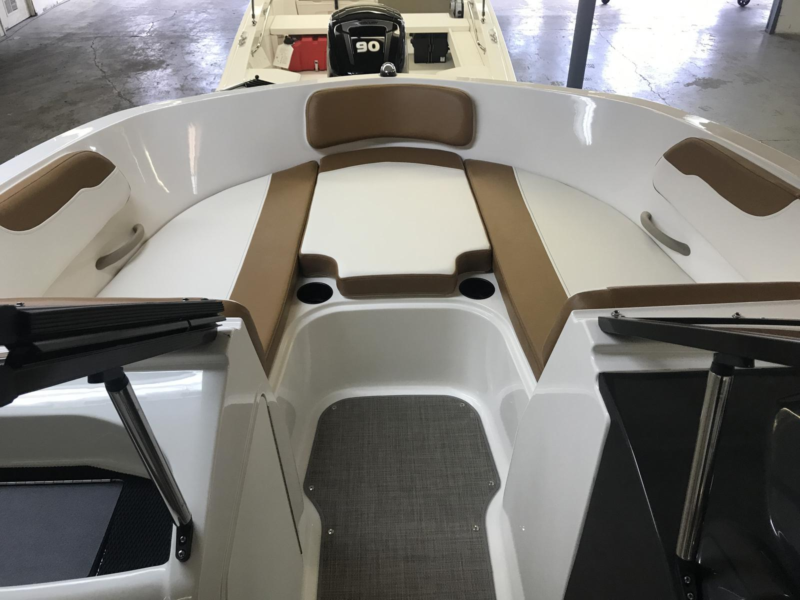 2019 Bayliner boat for sale, model of the boat is VR5 Bowrider & Image # 3 of 20