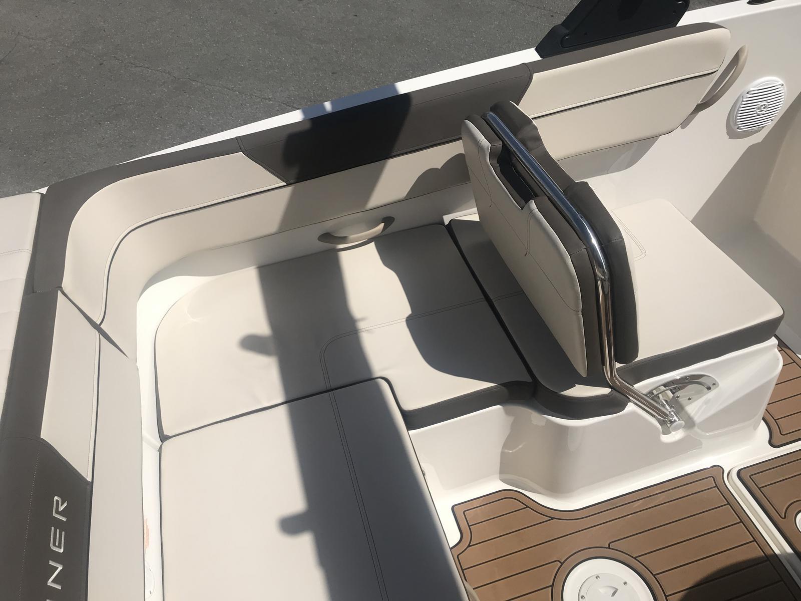2018 Bayliner boat for sale, model of the boat is VR6 Bowrider & Image # 3 of 6