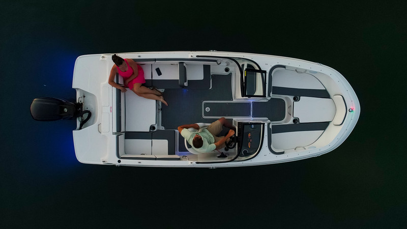 2021 Bayliner boat for sale, model of the boat is VR4 Bowrider & Image # 6 of 18