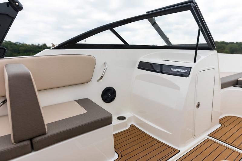 2021 Bayliner boat for sale, model of the boat is VR4 Bowrider & Image # 9 of 18