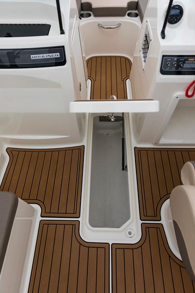 2021 Bayliner boat for sale, model of the boat is VR4 Bowrider & Image # 11 of 18