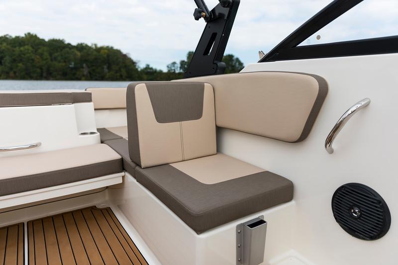 2021 Bayliner boat for sale, model of the boat is VR4 Bowrider & Image # 12 of 18