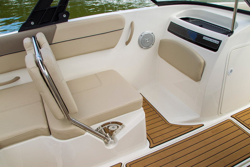 2021 Bayliner boat for sale, model of the boat is VR6 Bowrider & Image # 8 of 14