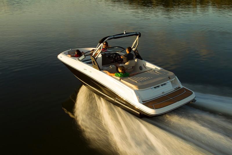 2021 Bayliner boat for sale, model of the boat is VR5 Bowrider & Image # 2 of 15