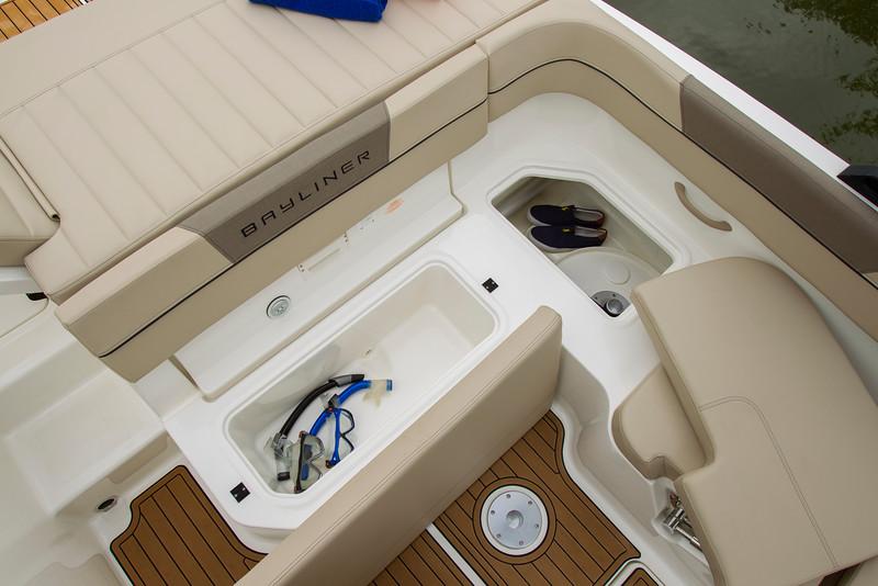 2021 Bayliner boat for sale, model of the boat is VR5 Bowrider & Image # 5 of 15