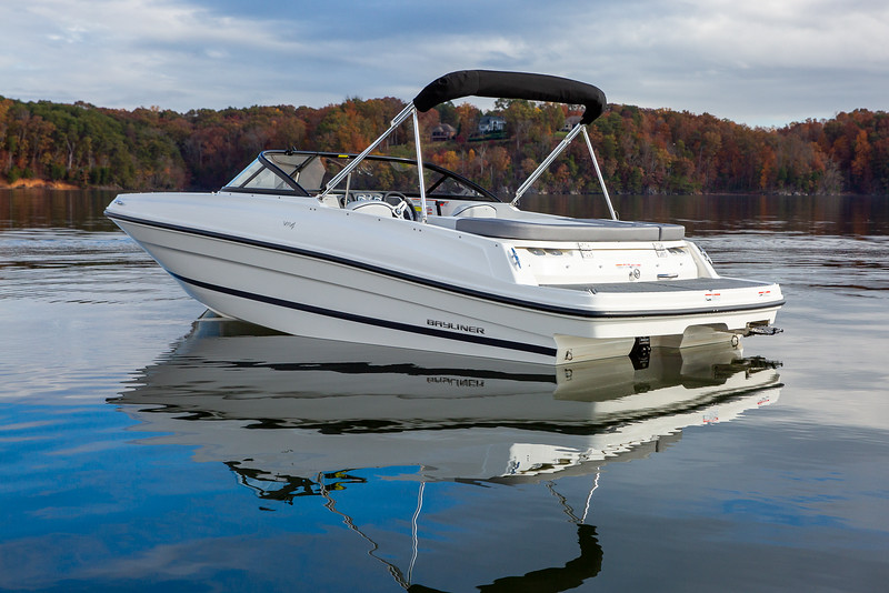 2021 Bayliner boat for sale, model of the boat is VR4 Bowrider & Image # 2 of 14