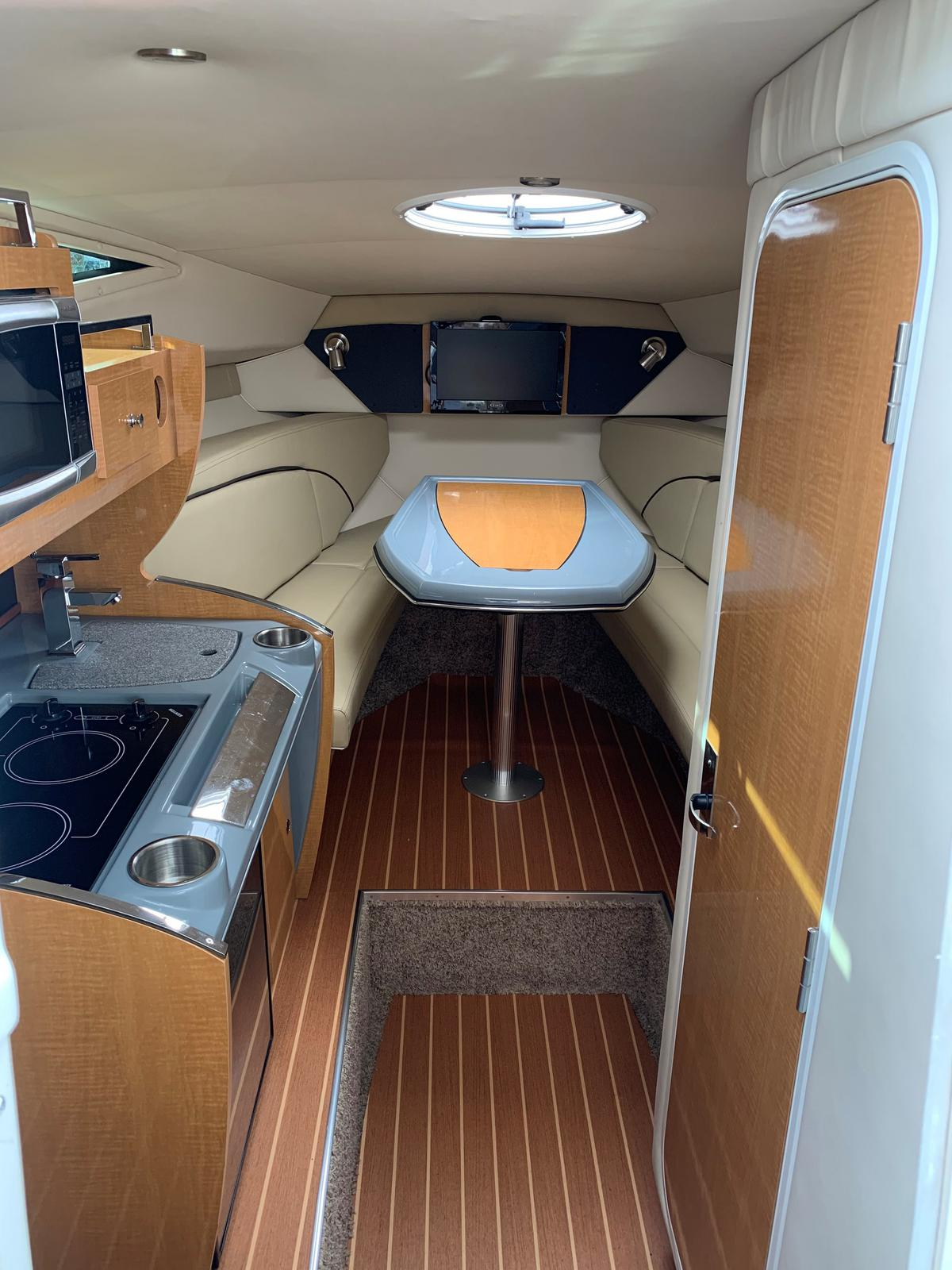2015 Larson boat for sale, model of the boat is Cabrio 285 & Image # 3 of 3