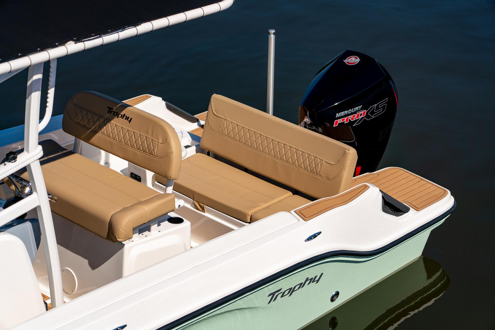 2021 Bayliner boat for sale, model of the boat is T20CC & Image # 5 of 7