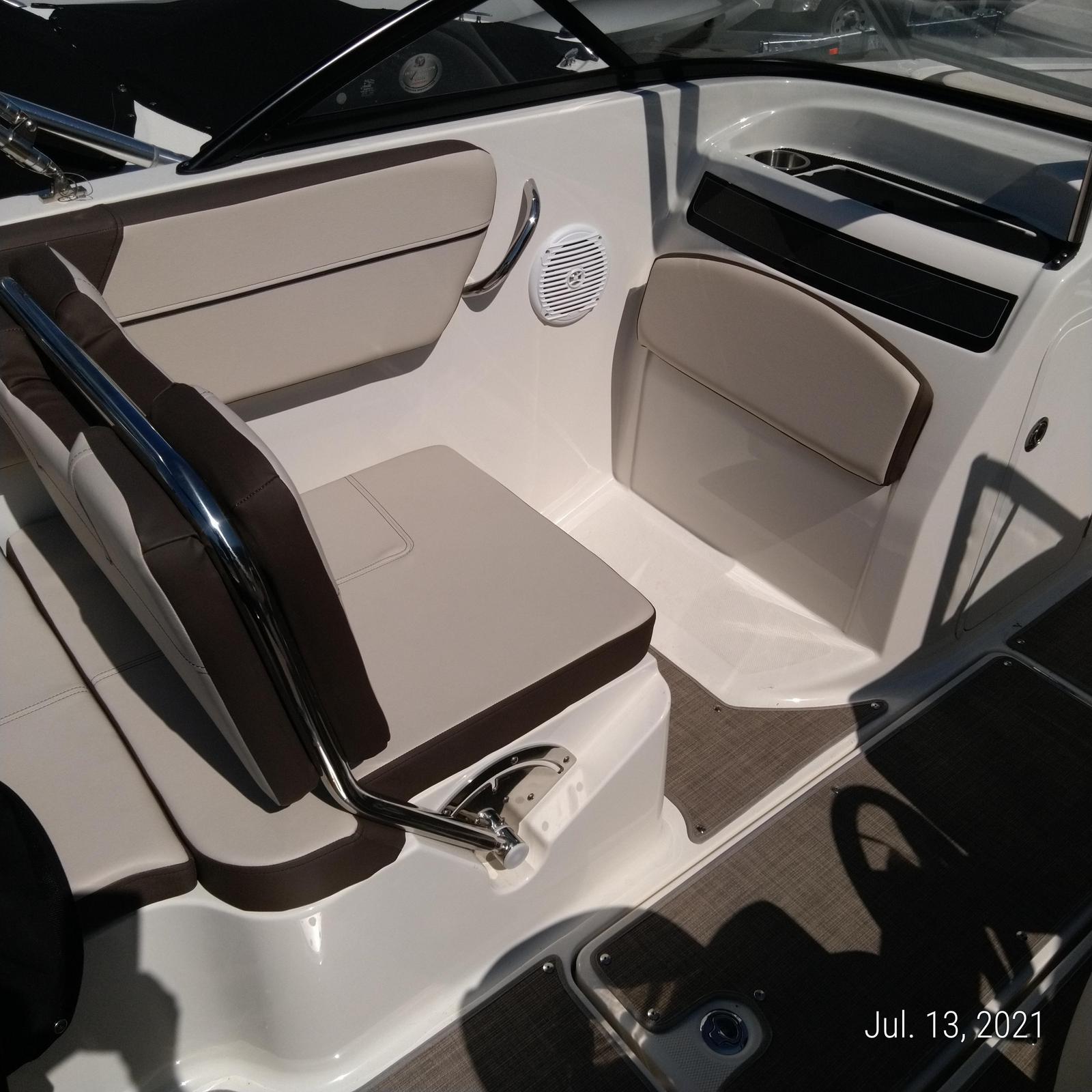 2018 Bayliner boat for sale, model of the boat is VR5 Bowrider & Image # 2 of 2