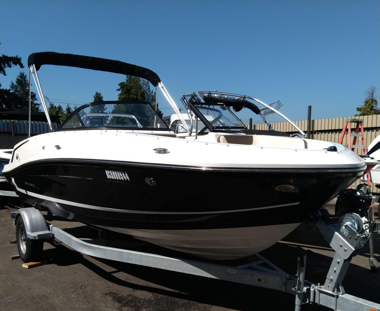 2018 Bayliner boat for sale, model of the boat is VR5 Bowrider & Image # 1 of 2