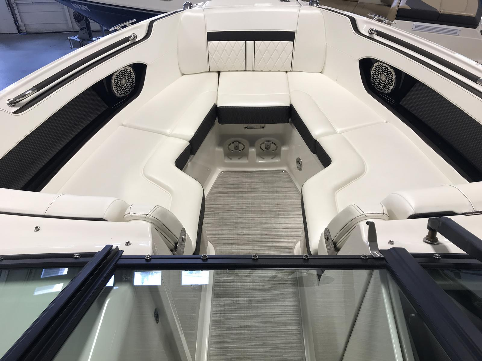2018 Sea Ray boat for sale, model of the boat is SLX250 & Image # 4 of 6