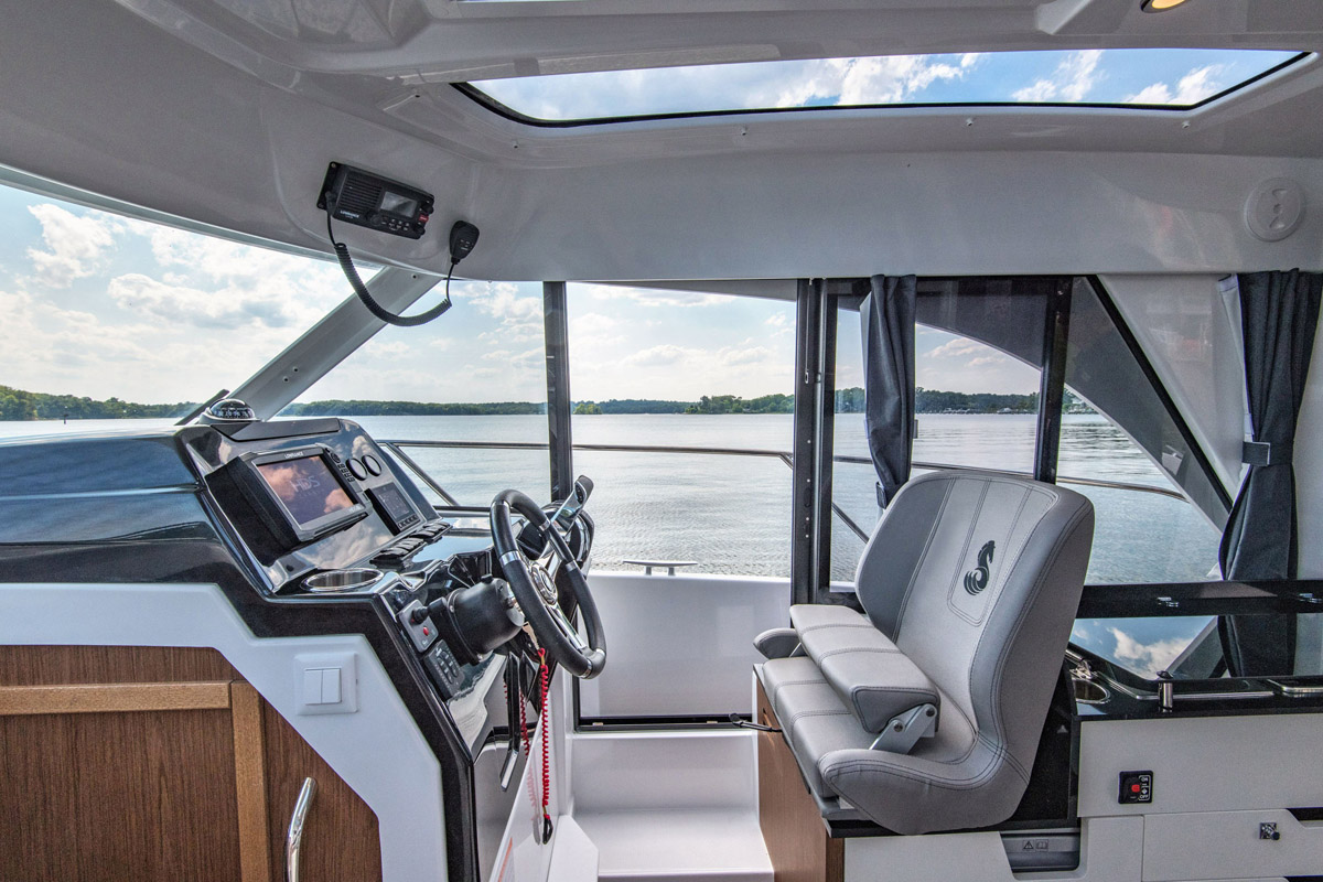 2019 Beneteau boat for sale, model of the boat is 27 Antares & Image # 2 of 2