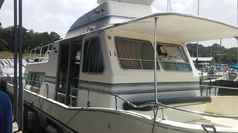 1993 Holiday Mansion boat for sale, model of the boat is Mediteranian Barracuda & Image # 1 of 13