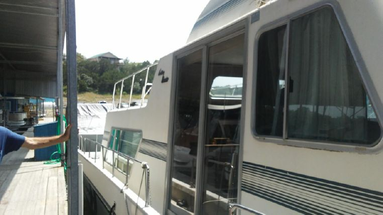 1993 Holiday Mansion boat for sale, model of the boat is Mediteranian Barracuda & Image # 3 of 13