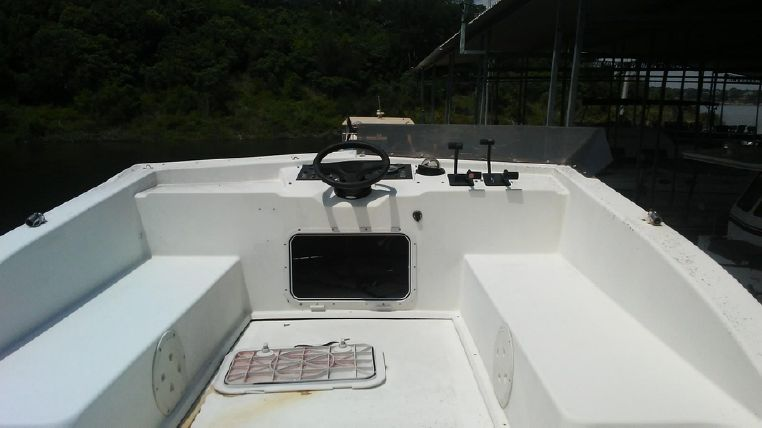 1993 Holiday Mansion boat for sale, model of the boat is Mediteranian Barracuda & Image # 5 of 13