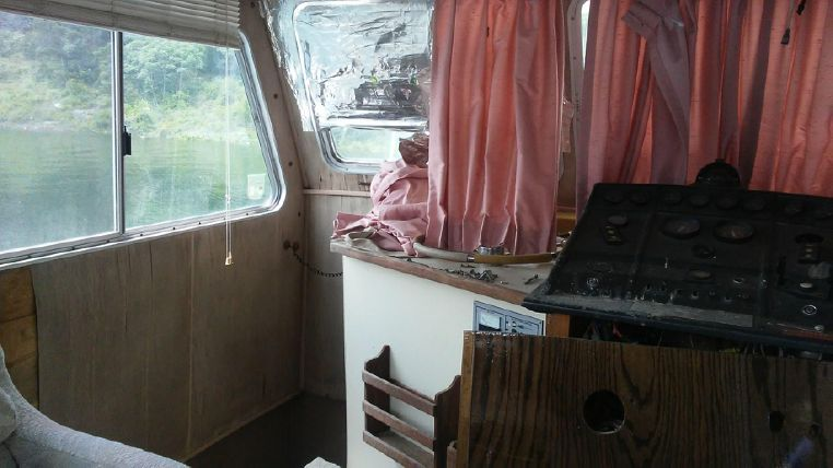 1993 Holiday Mansion boat for sale, model of the boat is Mediteranian Barracuda & Image # 10 of 13
