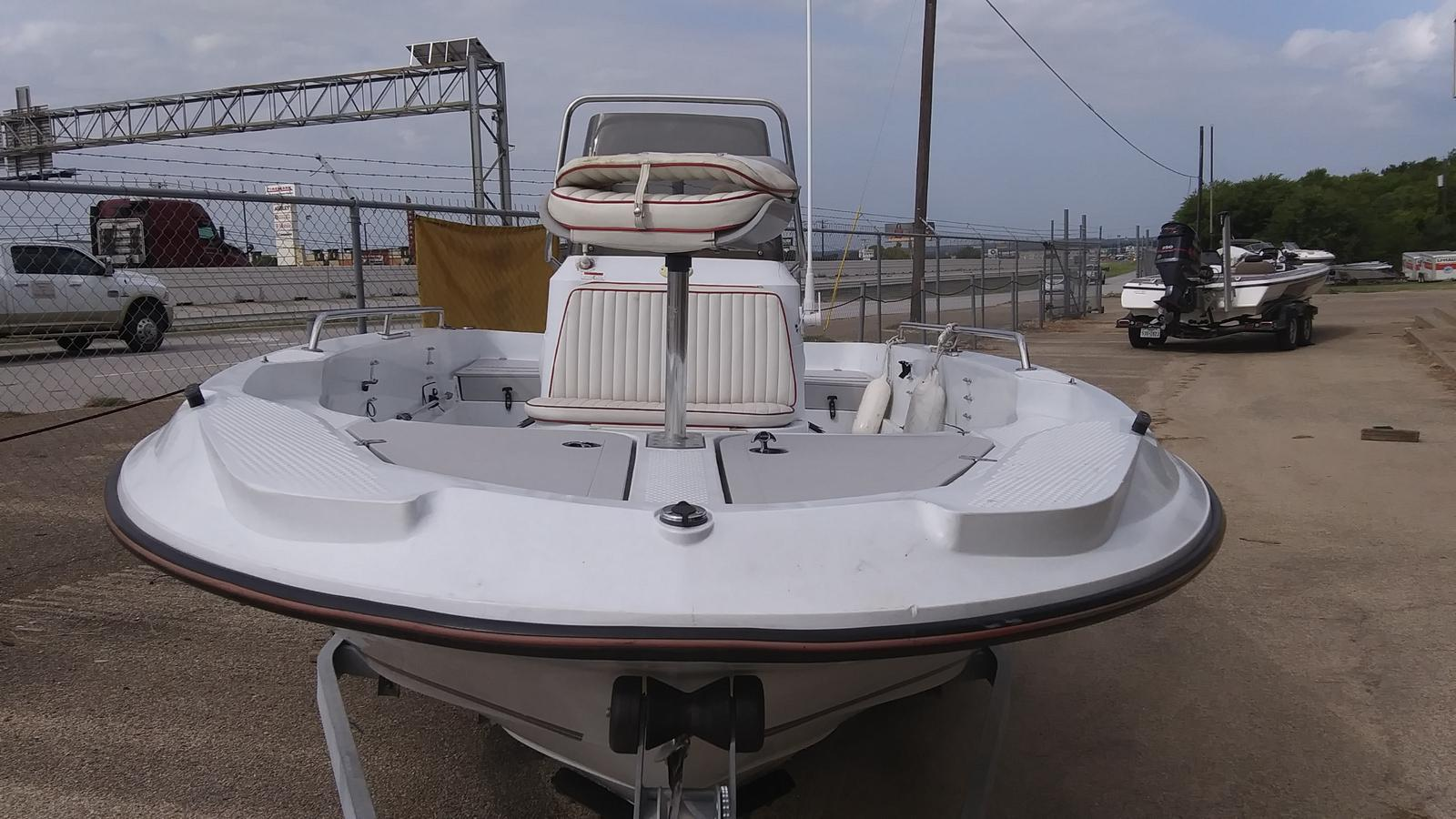 2003 Triumph boat for sale, model of the boat is 190 bay & Image # 2 of 4