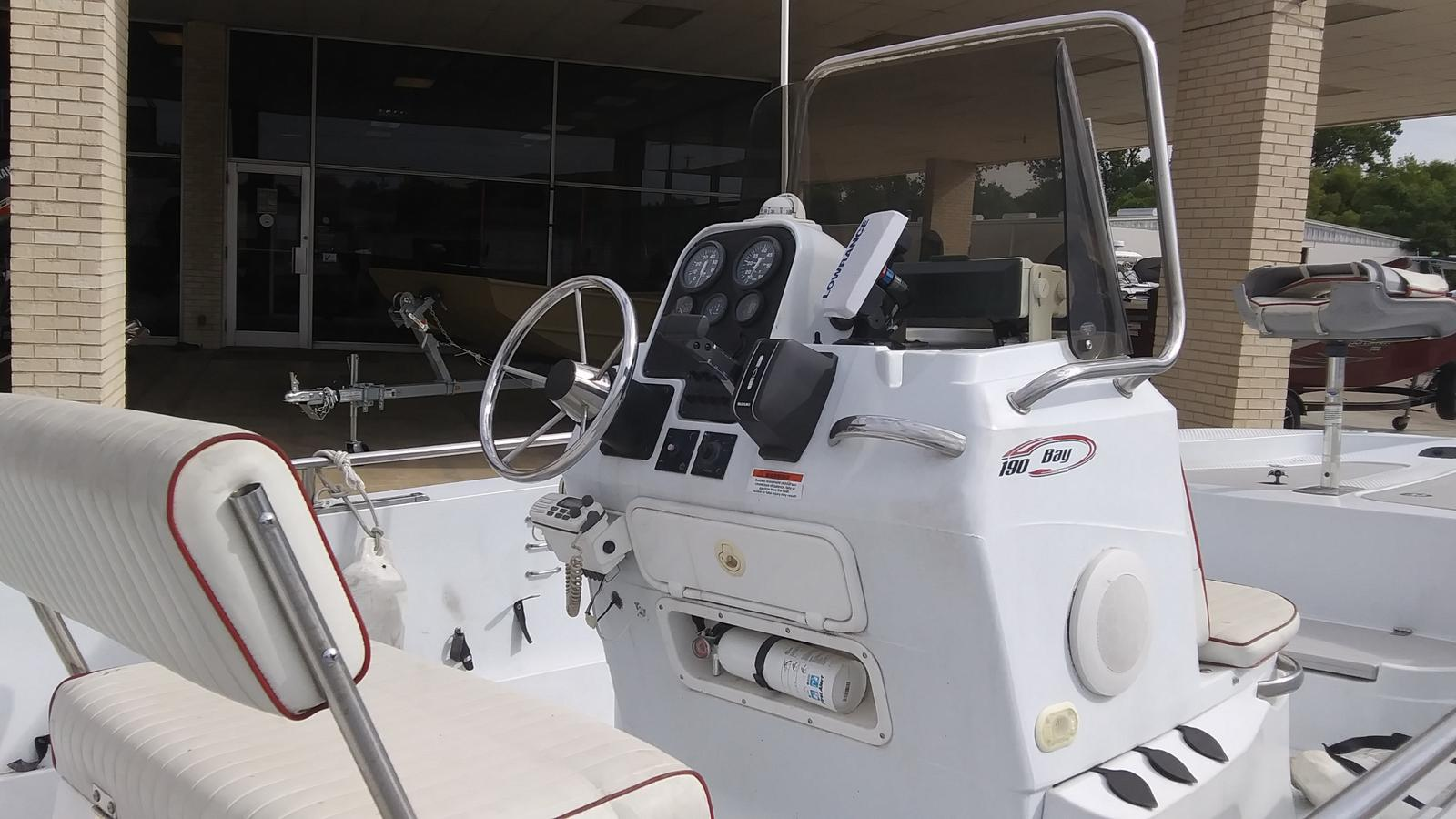 2003 Triumph boat for sale, model of the boat is 190 bay & Image # 3 of 4