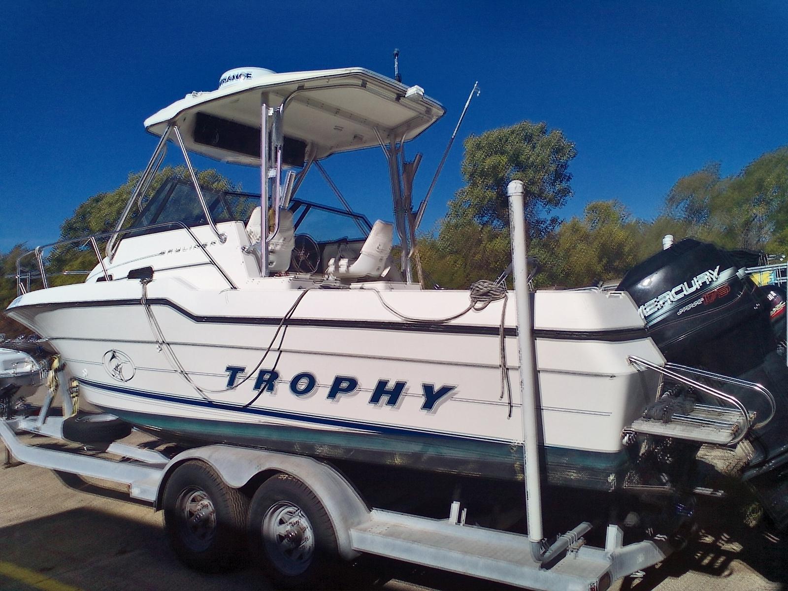 1996 Bayliner boat for sale, model of the boat is Trophy 2502 & Image # 2 of 10
