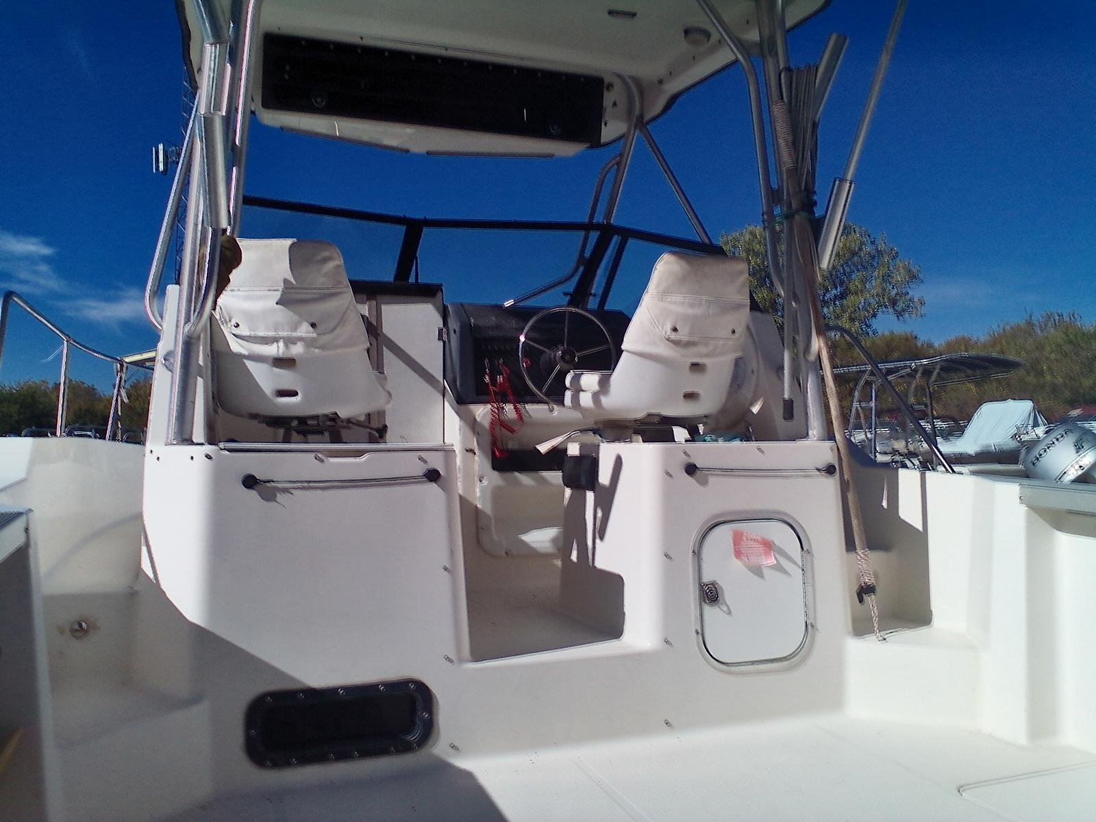 1996 Bayliner boat for sale, model of the boat is Trophy 2502 & Image # 3 of 10