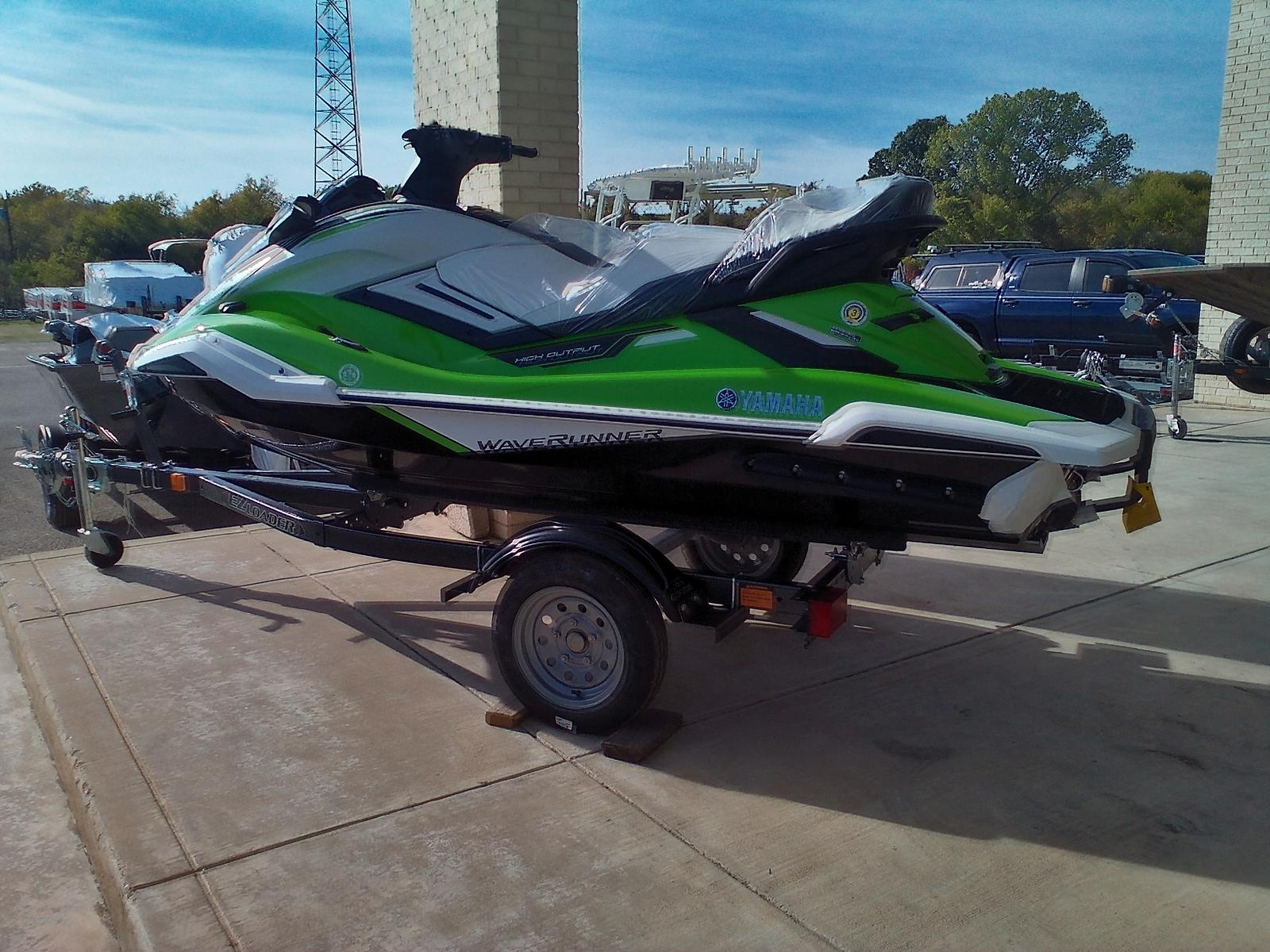 2021 Yamaha boat for sale, model of the boat is FX Cruiser® HO & Image # 2 of 5