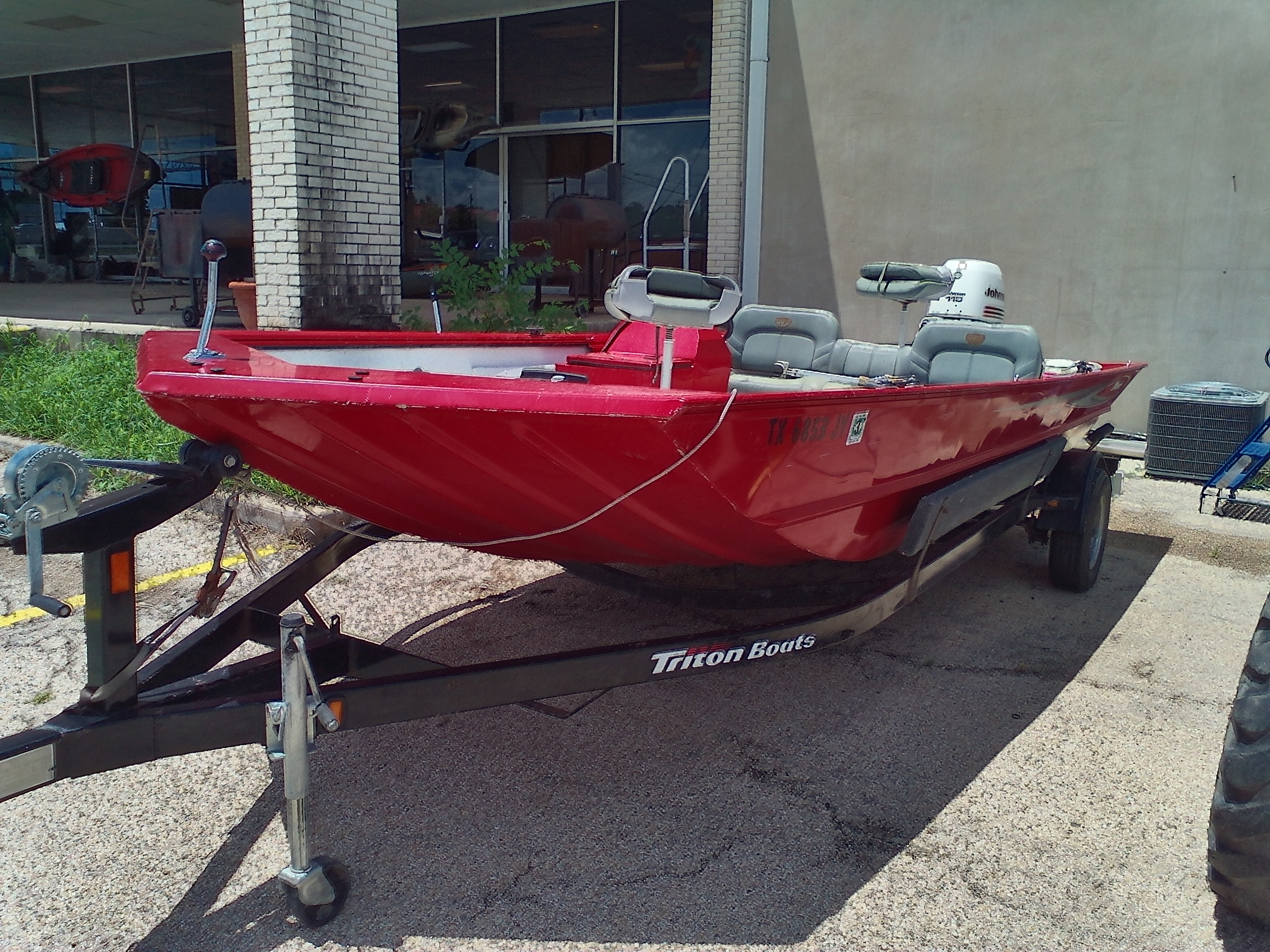 2004 Triton boat for sale, model of the boat is 2070SC & Image # 1 of 3