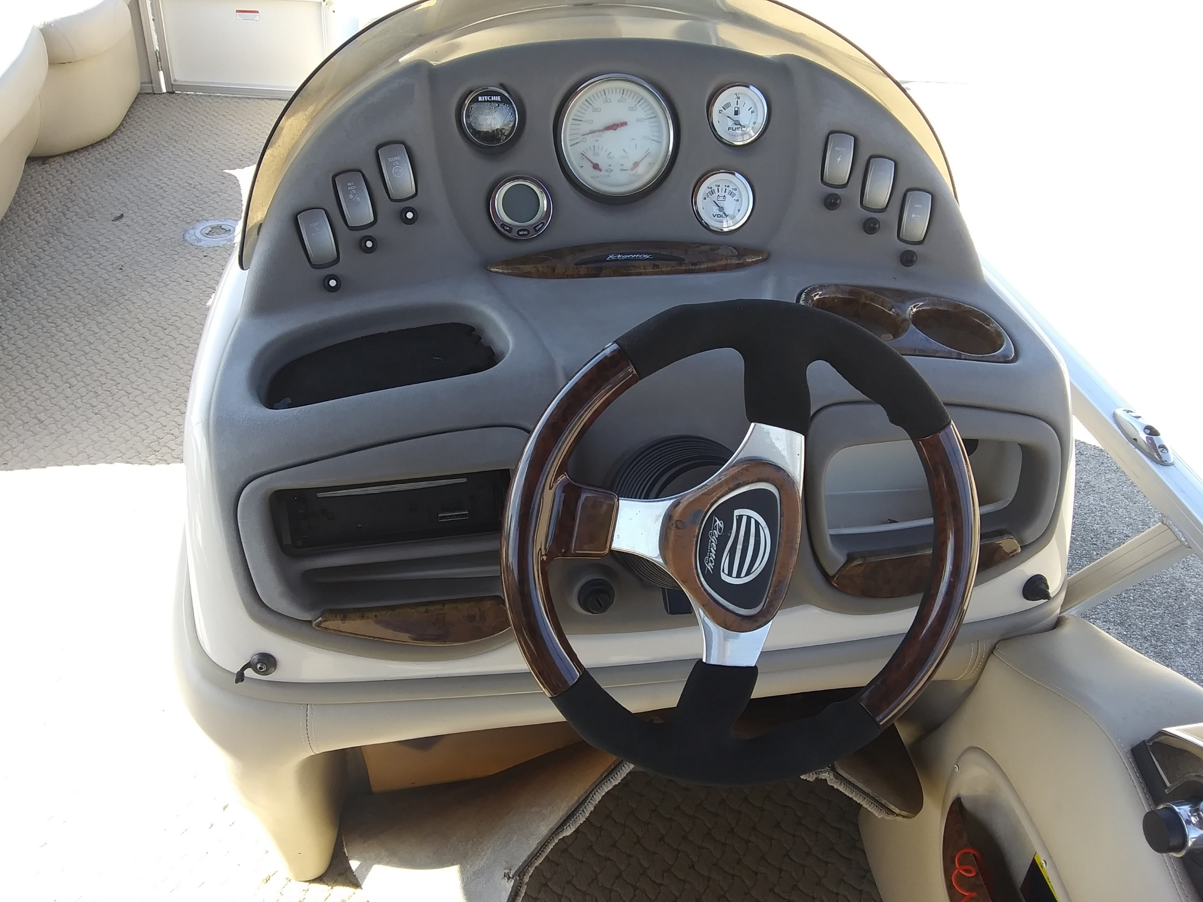 2008 Stingray Boats boat for sale, model of the boat is 220SX & Image # 4 of 12