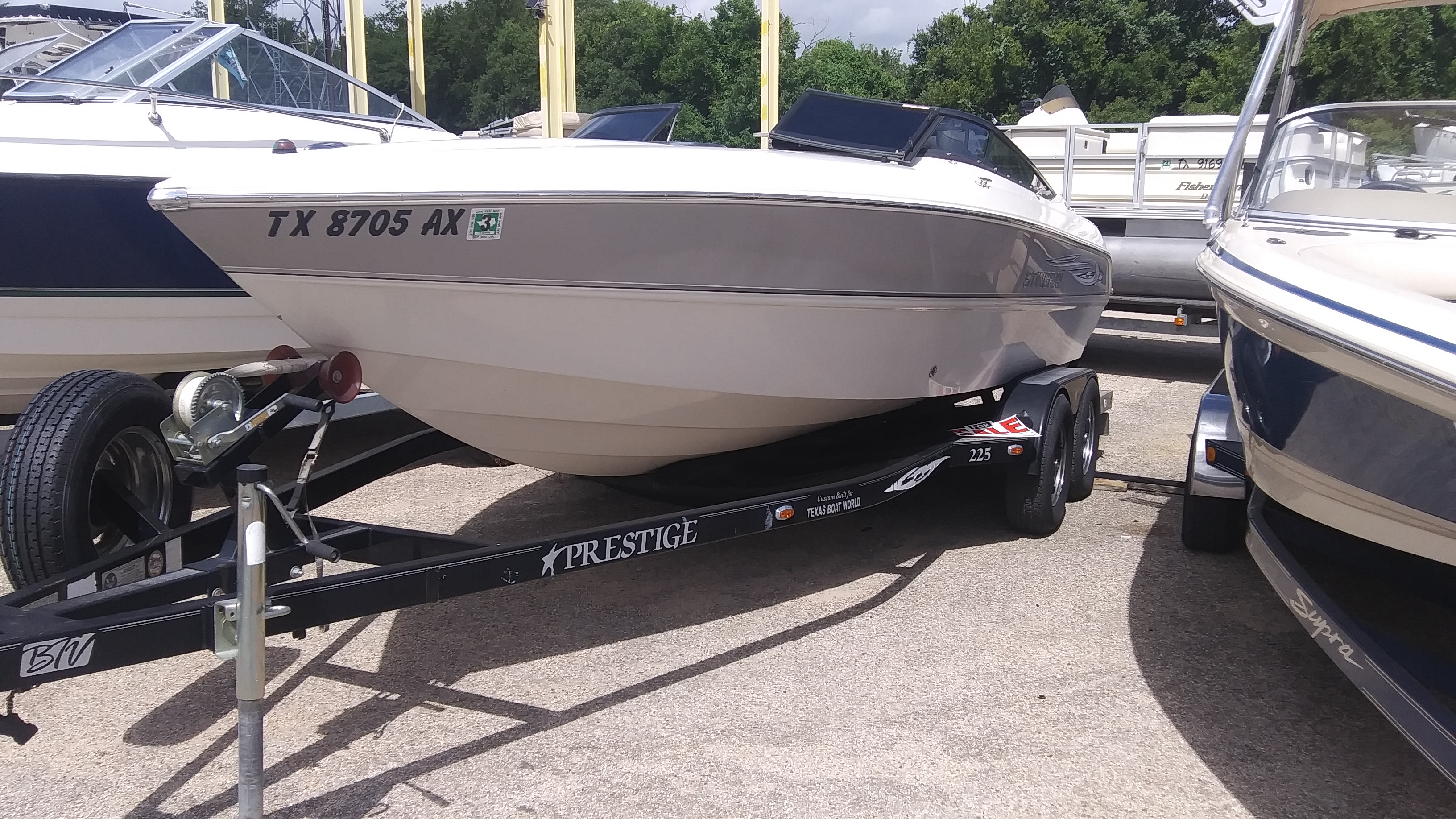 2008 Stingray Boats boat for sale, model of the boat is 220SX & Image # 1 of 12