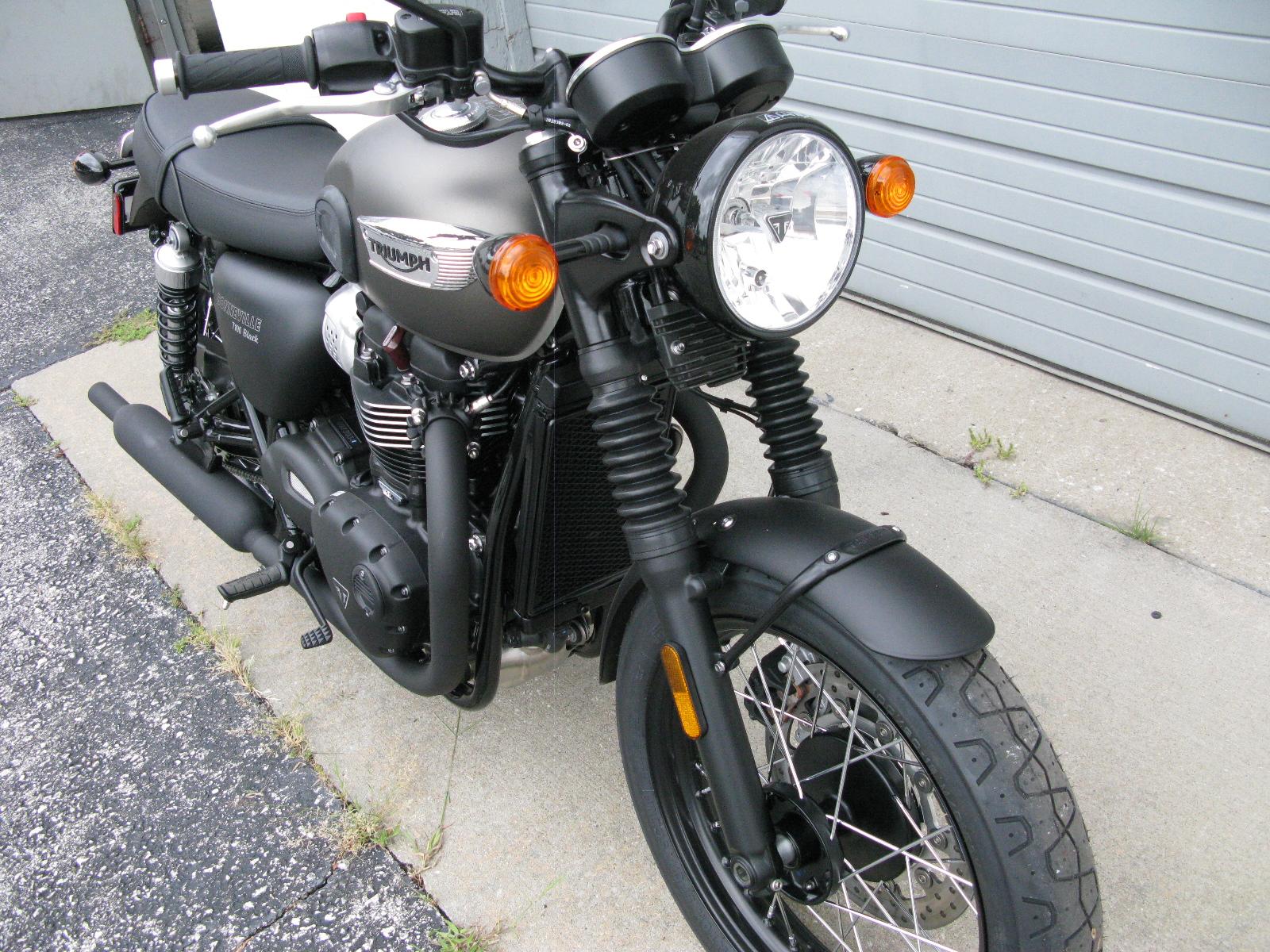 2020 Triumph Bonneville T100 Black For Sale In Kansas City Mo Engle Motors Kansas City Mo 816 241 7554