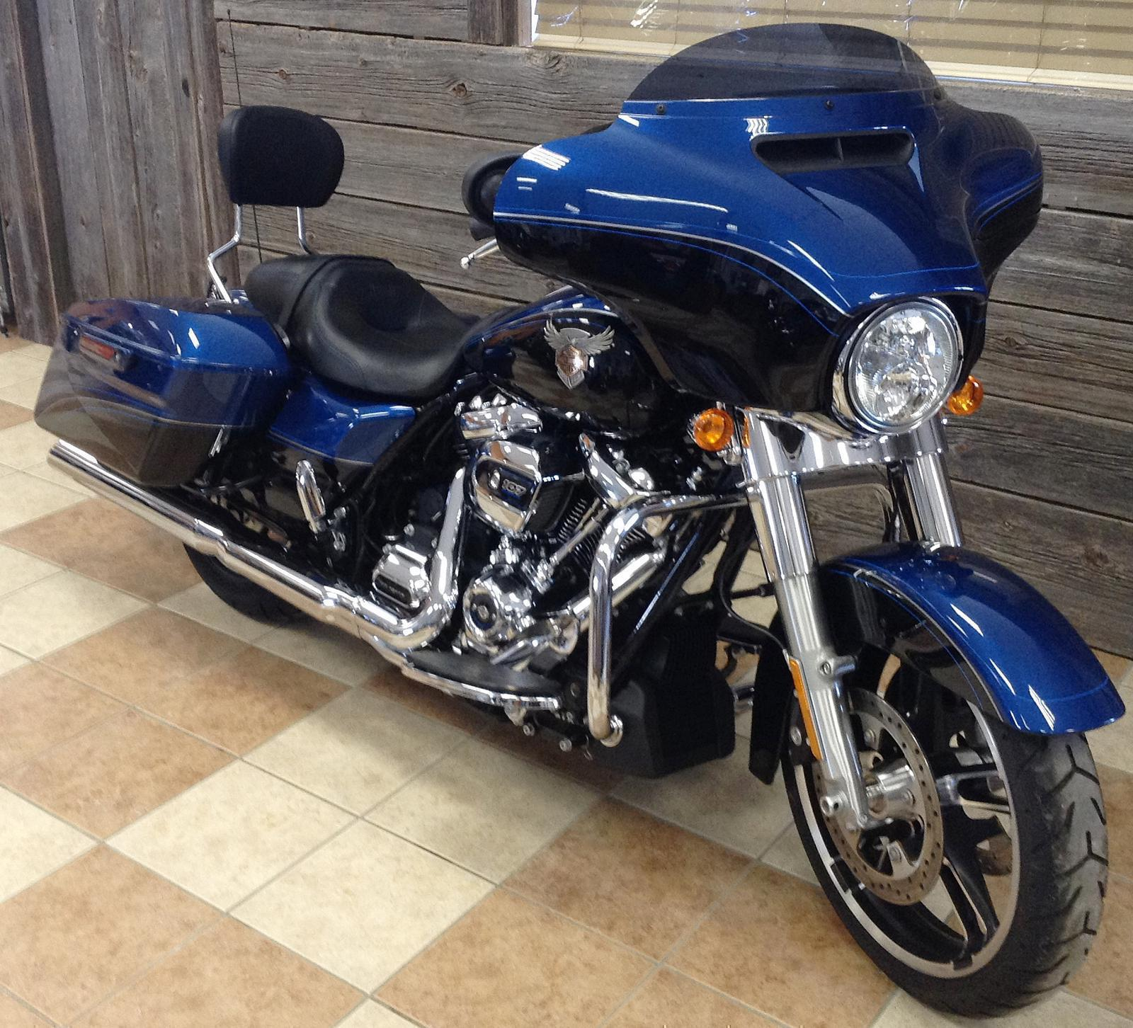 2018 Harley-Davidson® Street Glide® - Anniversary Color Option