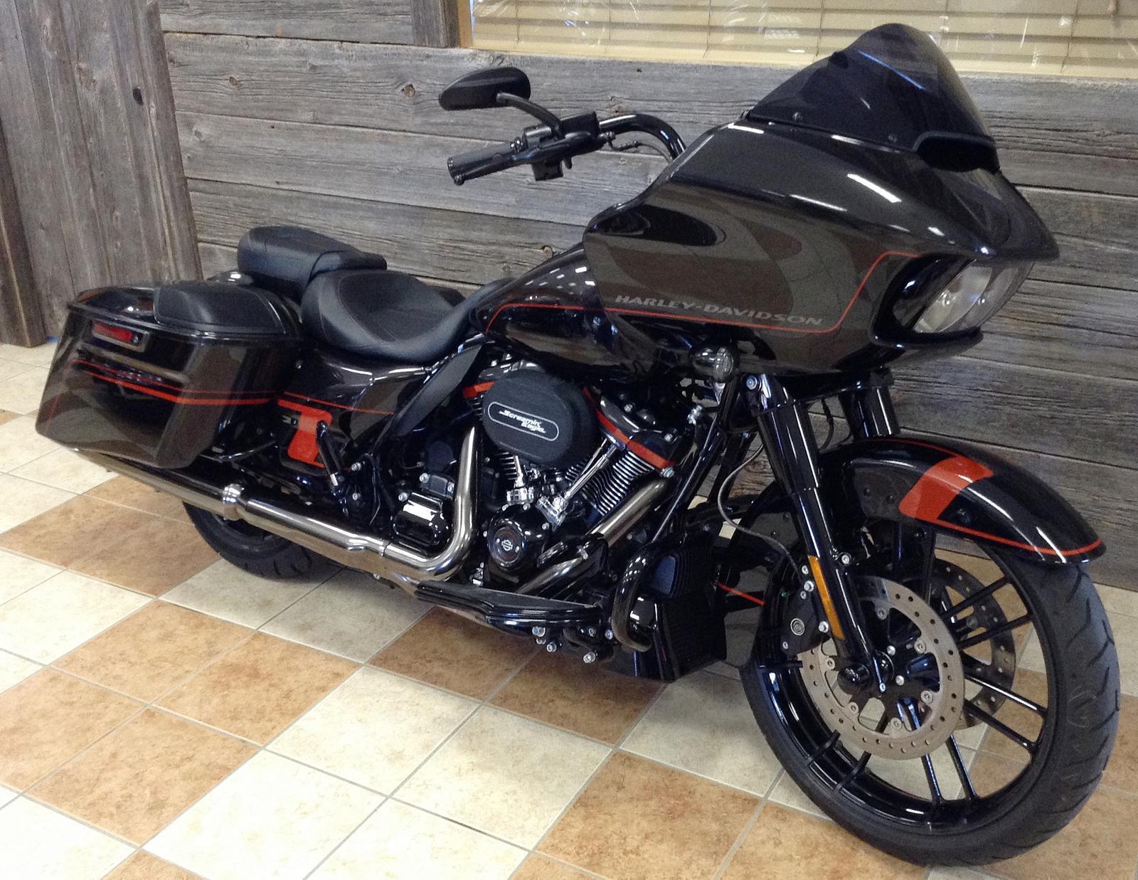 2018 Harley-Davidson® CVO™ Road Glide® - Custom Color Option