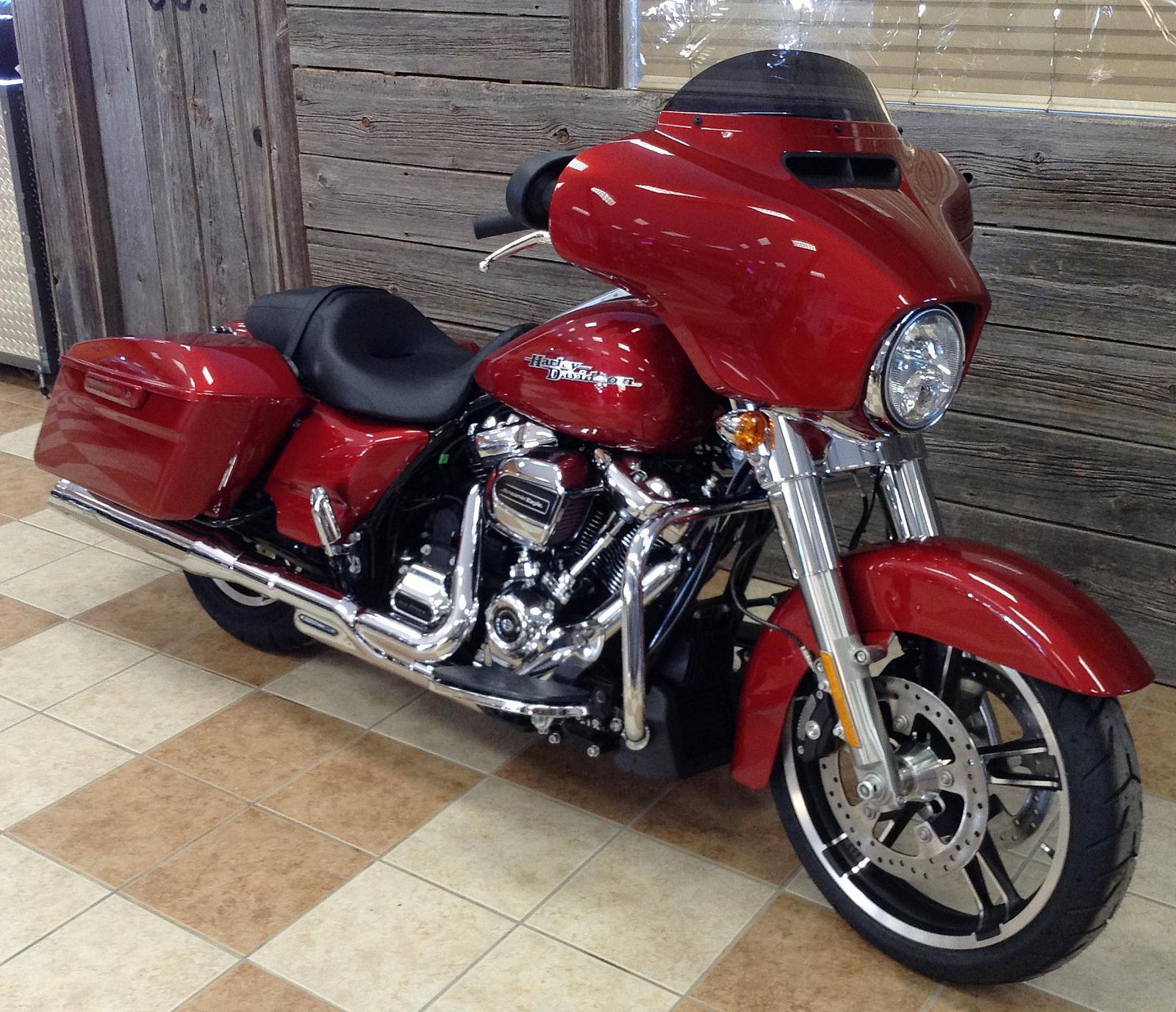 2019 Harley-Davidson® Street Glide® - Color Option w