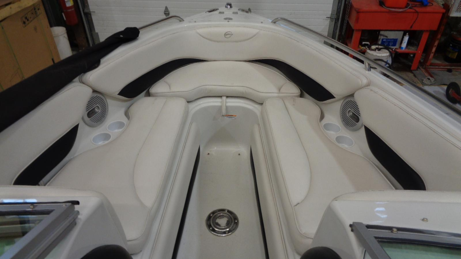2005 Crownline boat for sale, model of the boat is 225 BR & Image # 4 of 9