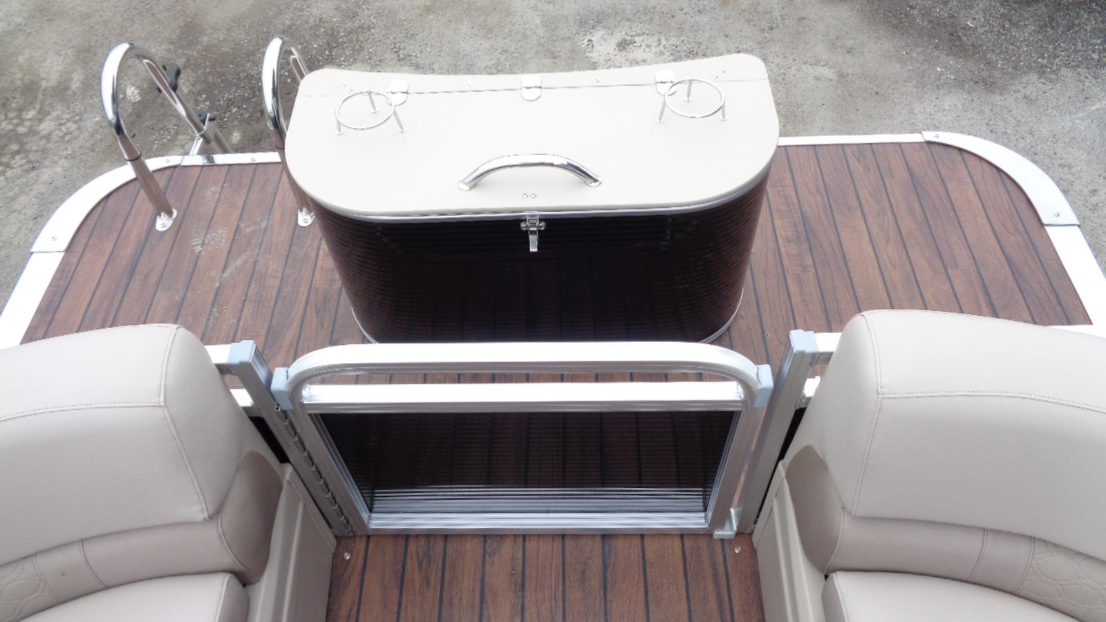 2018 Avalon boat for sale, model of the boat is 22 LSZ Quad Lounger & Image # 7 of 9
