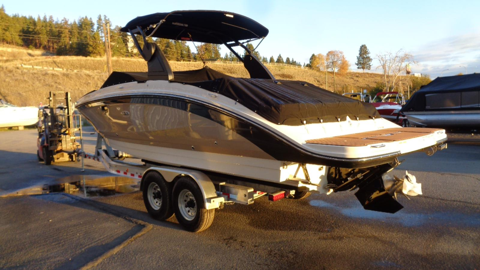 2018 Sea Ray boat for sale, model of the boat is SDX 270 & Image # 3 of 21