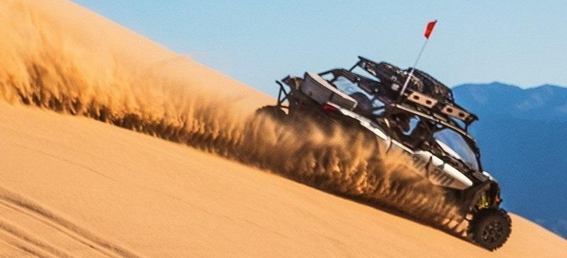 Side x side driving through the dunes