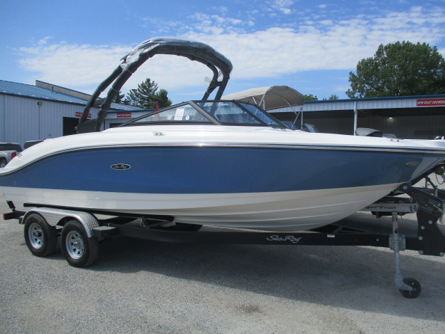 2021 Sea Ray boat for sale, model of the boat is SPX 210 & Image # 1 of 7