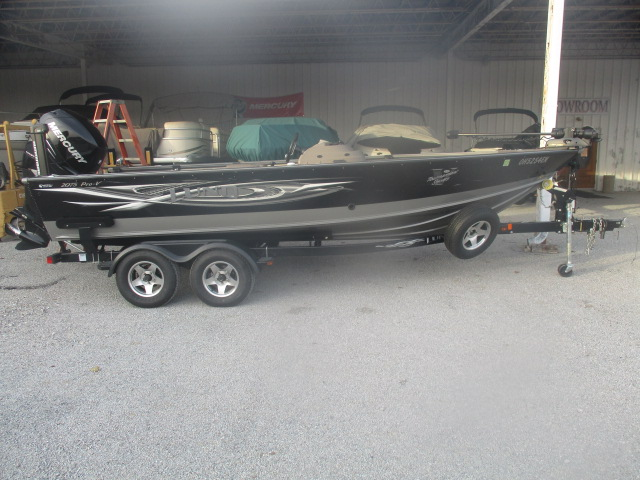 2010 Lund boat for sale, model of the boat is 2075 Pro-V IFS SE Boat & Image # 1 of 13