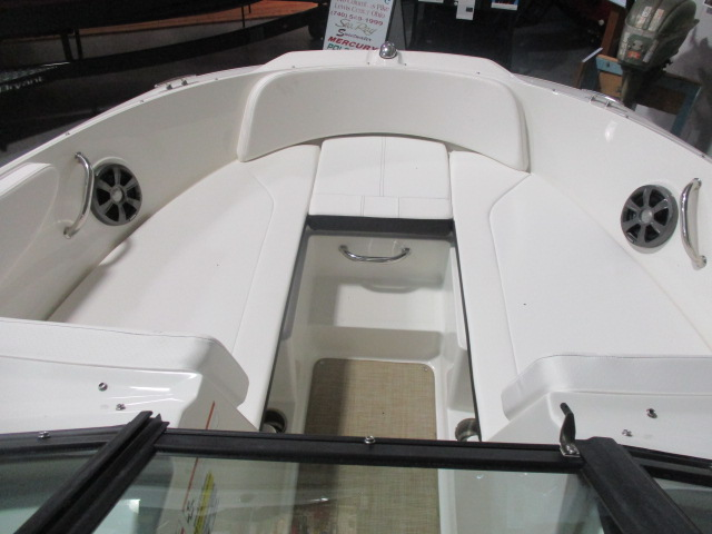 2019 Sea Ray boat for sale, model of the boat is SPX 190 & Image # 2 of 5