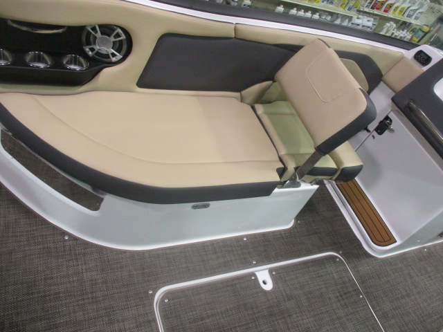 2019 Bryant boat for sale, model of the boat is CALANDRA & Image # 6 of 7
