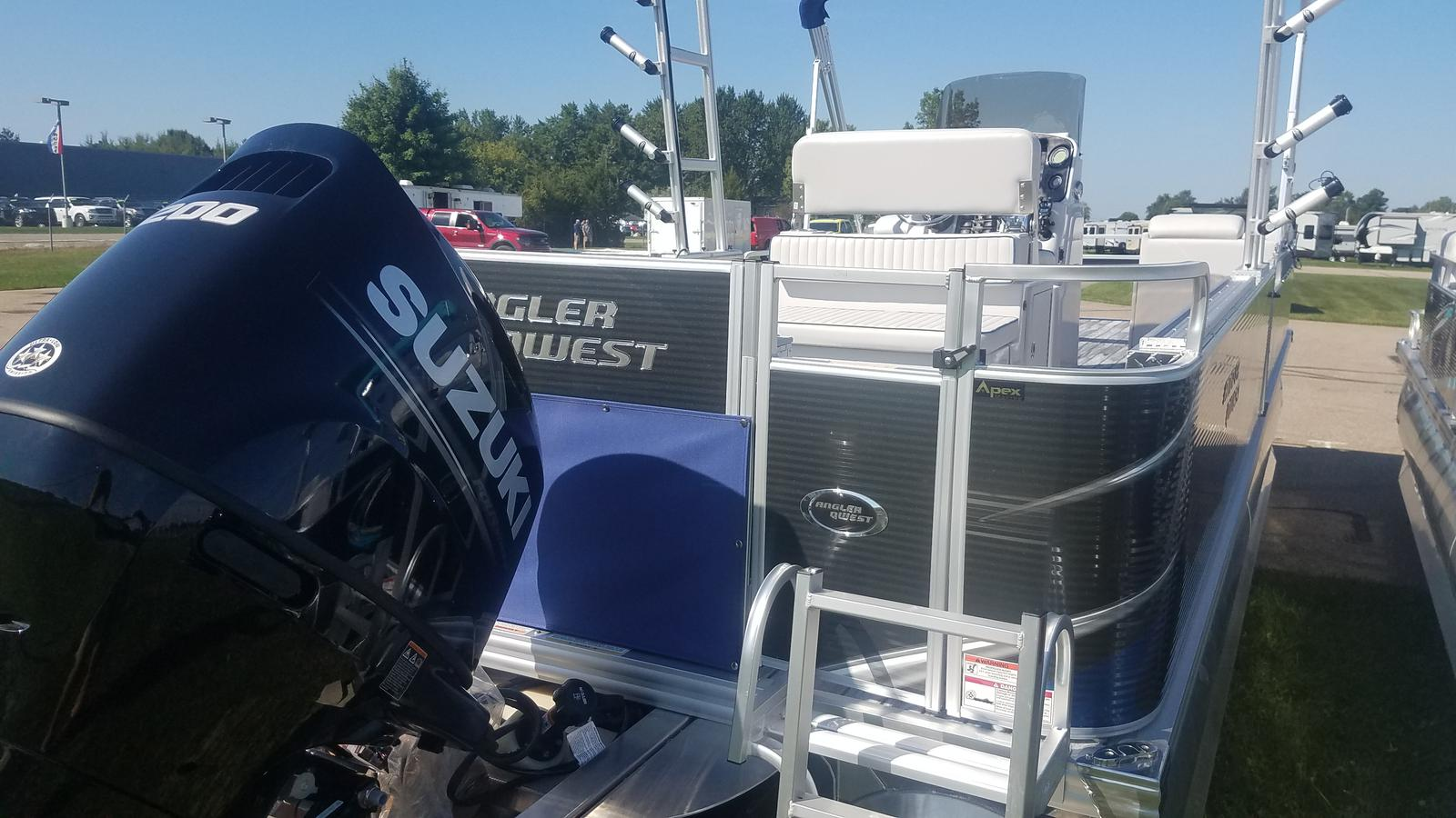 2019 ANGLER QWEST 824 PRO TROLL DLX