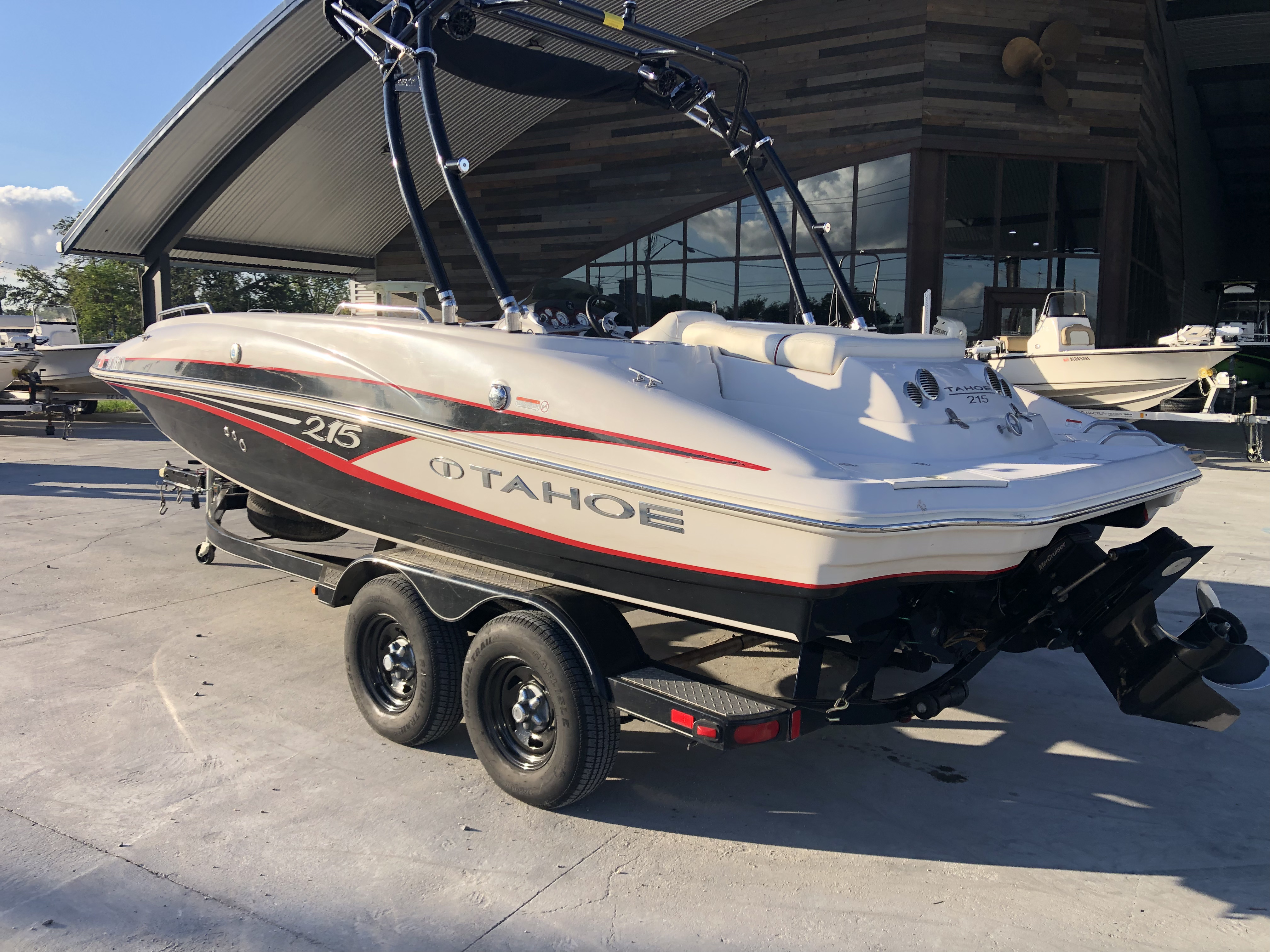 New  2015 Tahoe Boats Deck Boat in Marrero, Louisiana