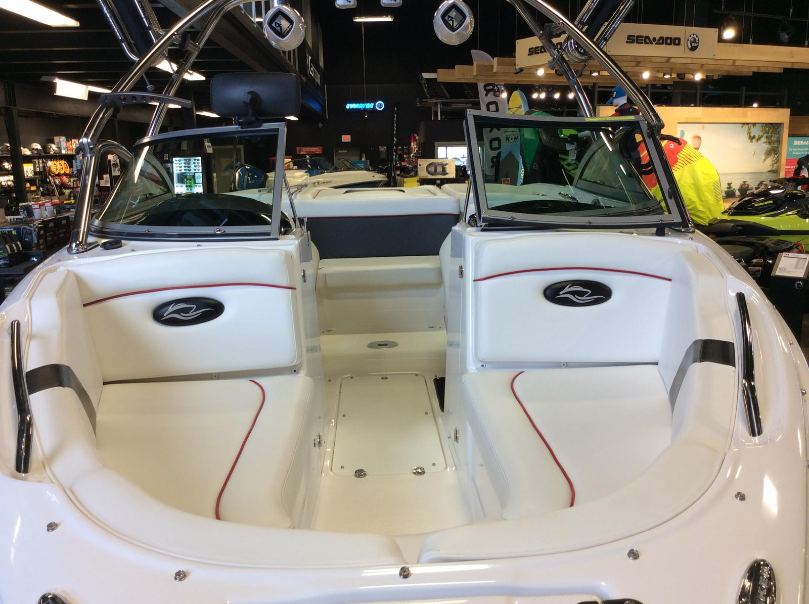 2010 Rinker boat for sale, model of the boat is Captiva 226 Xl R & Image # 2 of 5