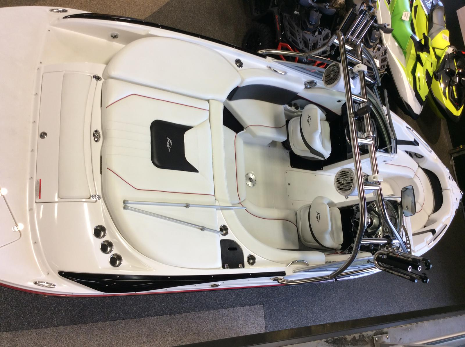 2010 Rinker boat for sale, model of the boat is Captiva 226 Xl R & Image # 4 of 5
