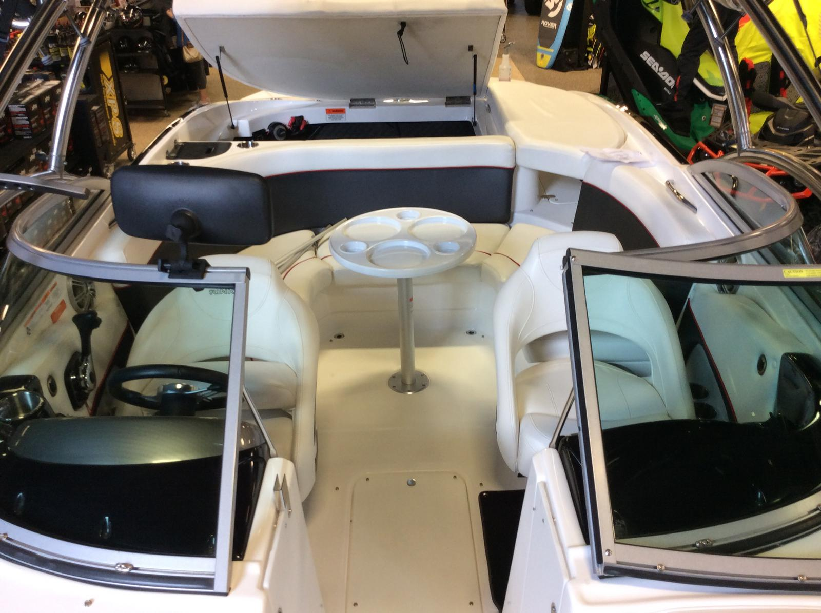 2010 Rinker boat for sale, model of the boat is Captiva 226 Xl R & Image # 5 of 5